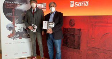 Alcade de soria presentando las V Jornadas de Novela Histórica